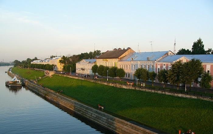 Екатерининские дома на набережной Степана Разина