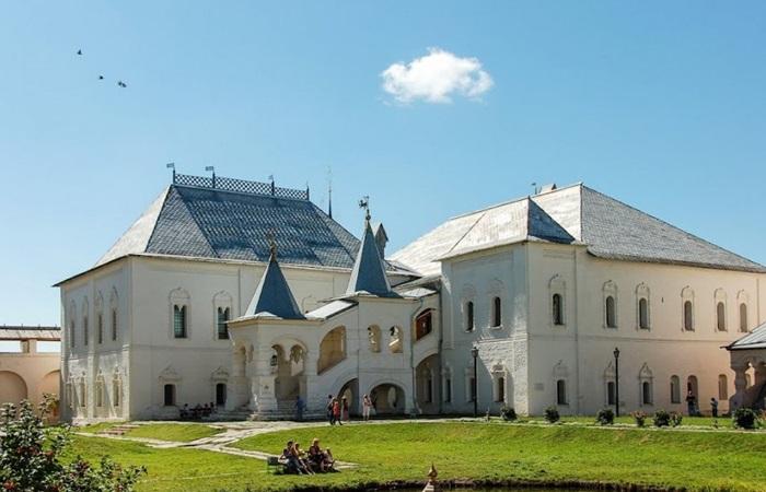 Красные палаты ростовского кремля