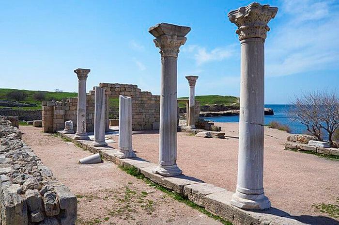 Развалины древнегреческого города Херсонес