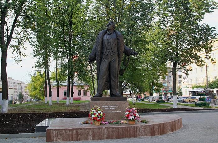 Памятник Ф.И. Шаляпину в Кирове