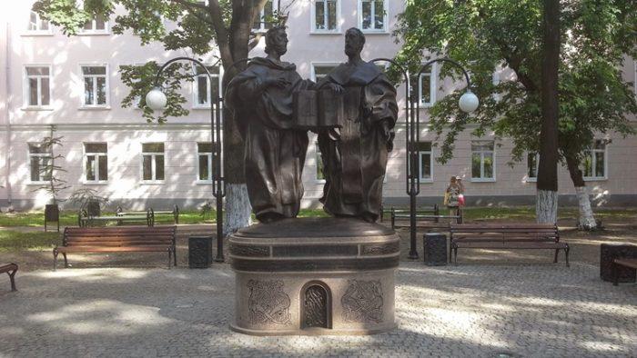 Памятник Кириллу и Мефодию в Твери