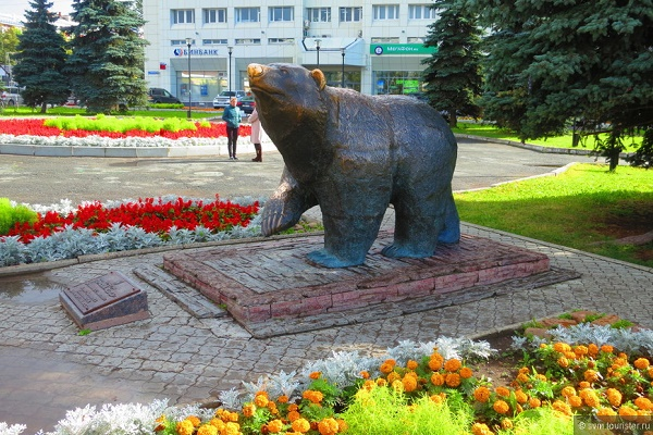 Скульптура «Легенда о пермском медведе» (1)