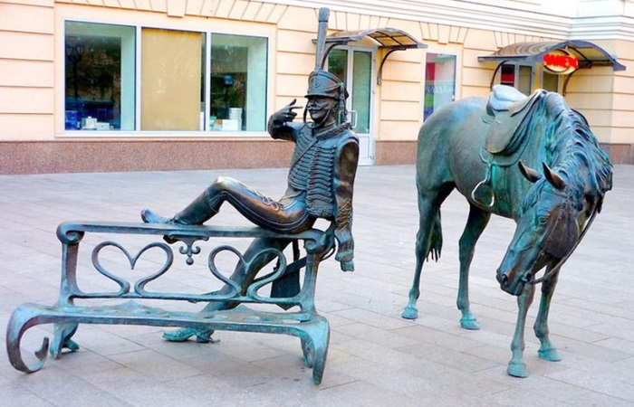 Скульптурные композиции в Курске