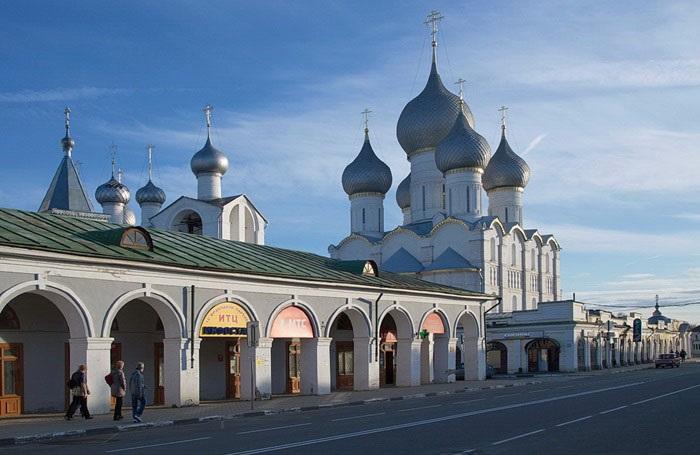 Торговые ряды в Ростове Великом