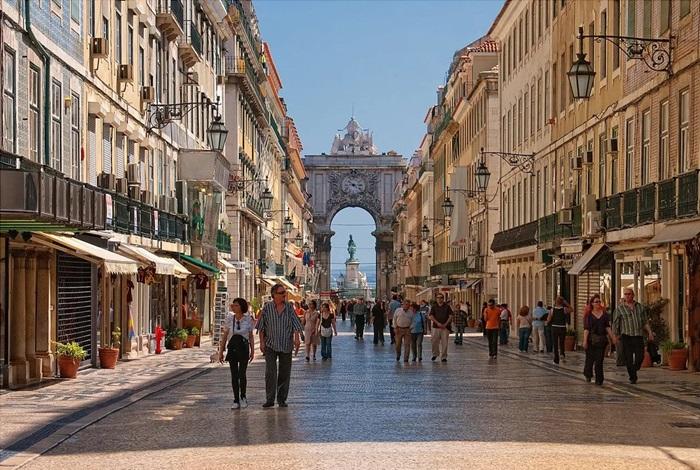 Улица Аугушта и Триумфальная арка
