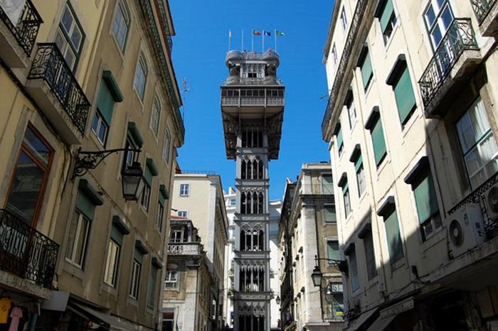 Уличный лифт в Лиссабоне