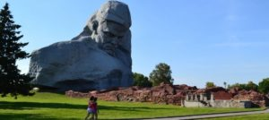 Памятник в Бресте
