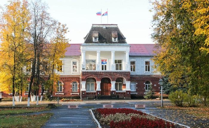 Богадельня Гусь-Хрустального (Сейчас там располагается Администрация города)