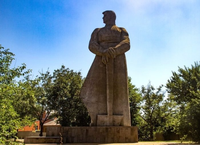 Памятник Человеку-созидателю