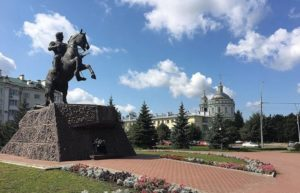 Сквер и памятник генералу Алексею Петровичу Ермолову