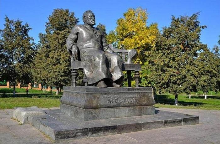 Памятник Н.С. Лескову в Орле