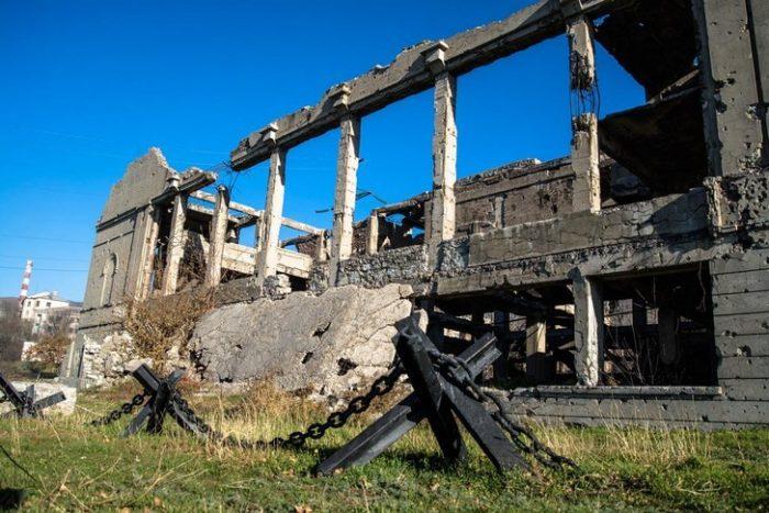 Руины Дворца культуры цементников