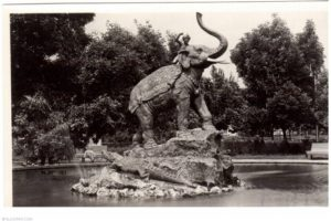 Скульптура «Мальчик на слоне»