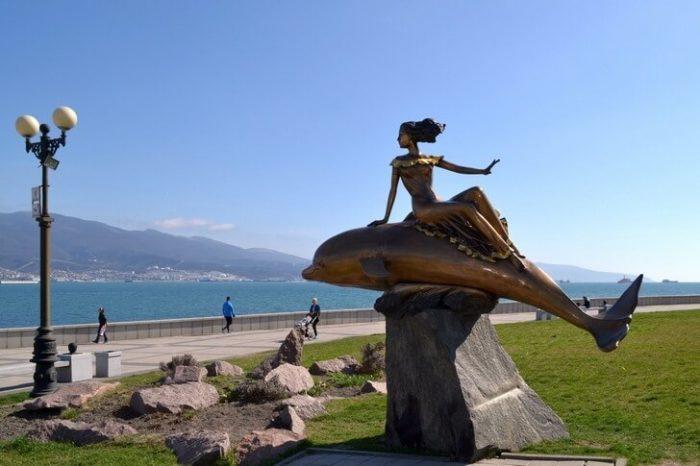 Скульптурная композиция «Дельфин и русалка»