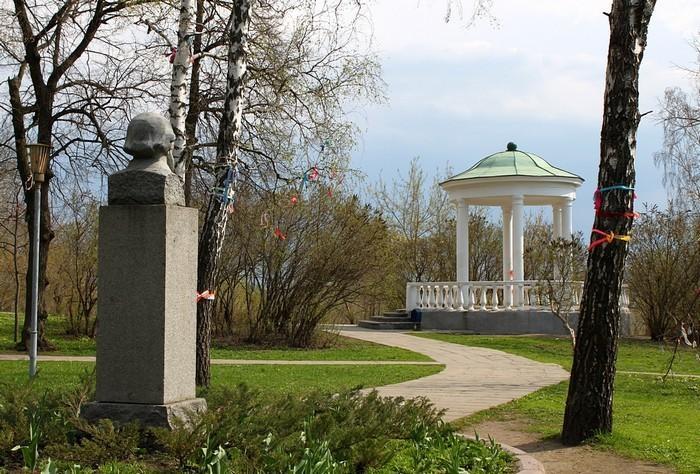 Сквер «Дворянское гнездо» на берегу Орлика