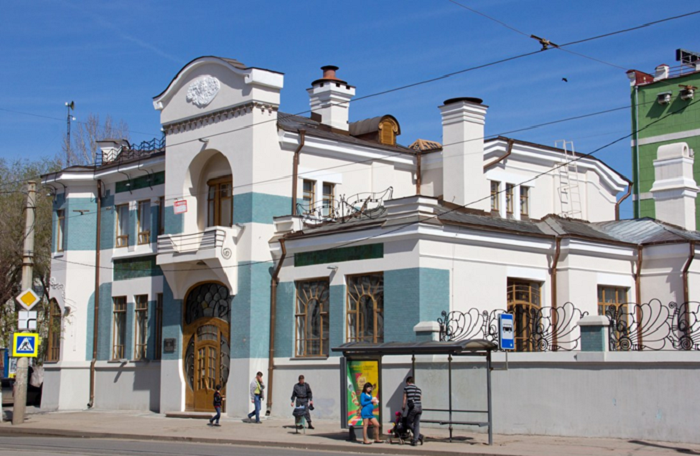 След Алексея Толстого: музей-квартира писателя и особняк Курлиной