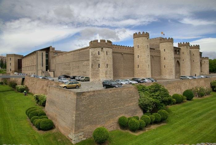 Замок-крепость Альхаферия