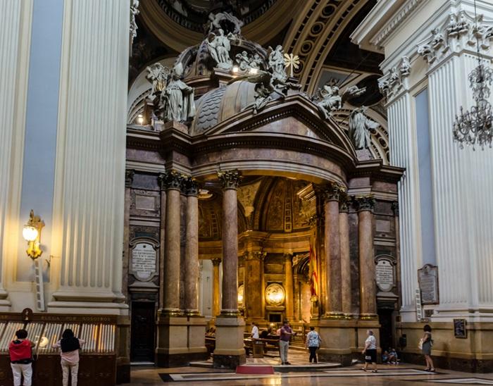 Basílica de Nuestra Señora del Pilar (интерьер)