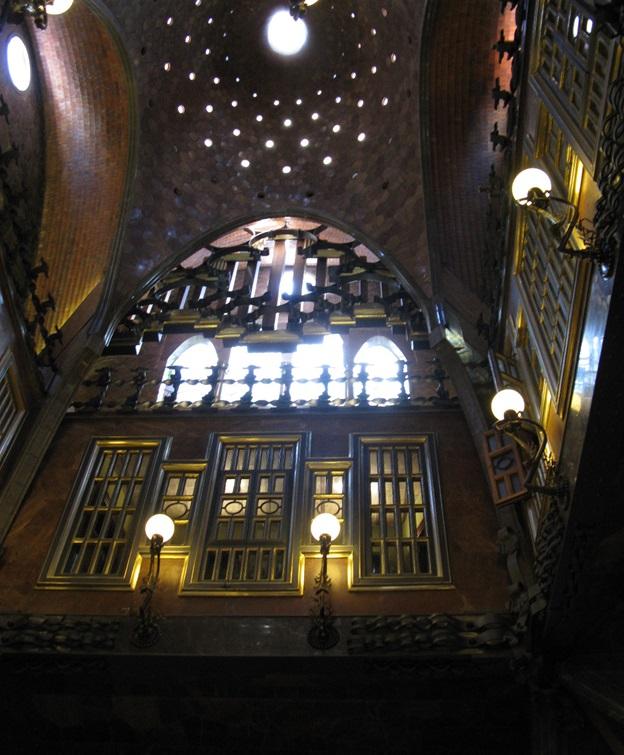 Дворец Гуэля (интерьер внутри)