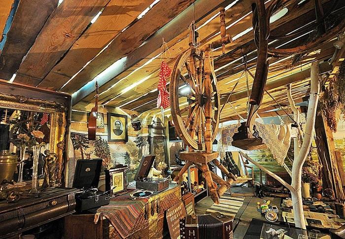 Музей – хранилище не только большой истории, но и множества историй человеческих жизней и быта.