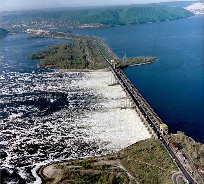 Куйбышевское водохранилище – здесь ушел под воду старый Ставрополь, который теперь называют самарской Атлантидой