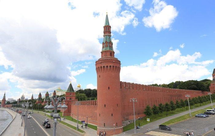 Москворецкая башня (вид с Москворецкого моста)