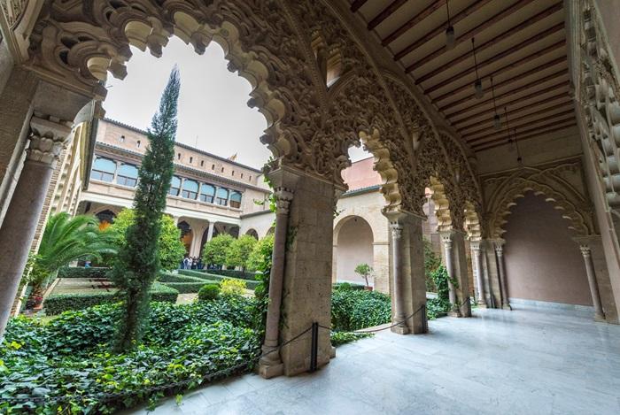 Palacio de la Aljafería интерьер