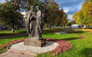 Памятник Петру и Февронье в Ярославле