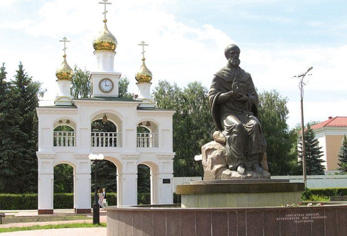Николай Чудотворец благословляет всех созидателей города.