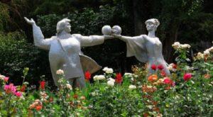 Памятник «Студенты» в сквере около НПИ (МИФИ)