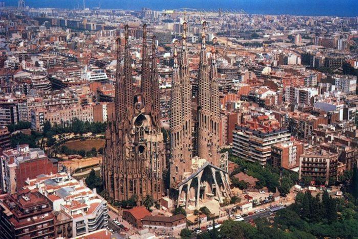 Саграда Фамилиа в Барселоне (вид с высоты птичьего полёта)