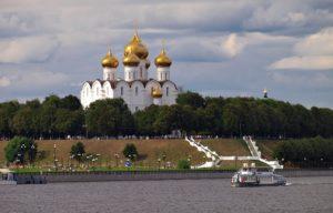 Успенский кафедральный собор (вид с реки Волги)