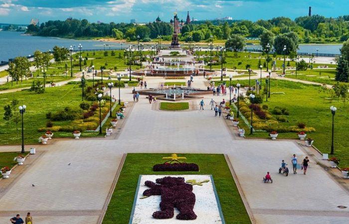 Волжская набережная, парк фонтанов на Стрелке