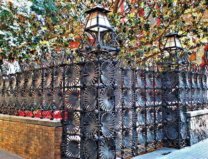 Ворота дома Висенс