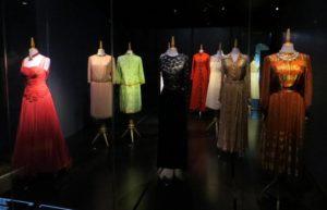 выставка сотен роскошных нарядов Галы