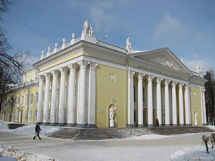 Дворец культуры зимой