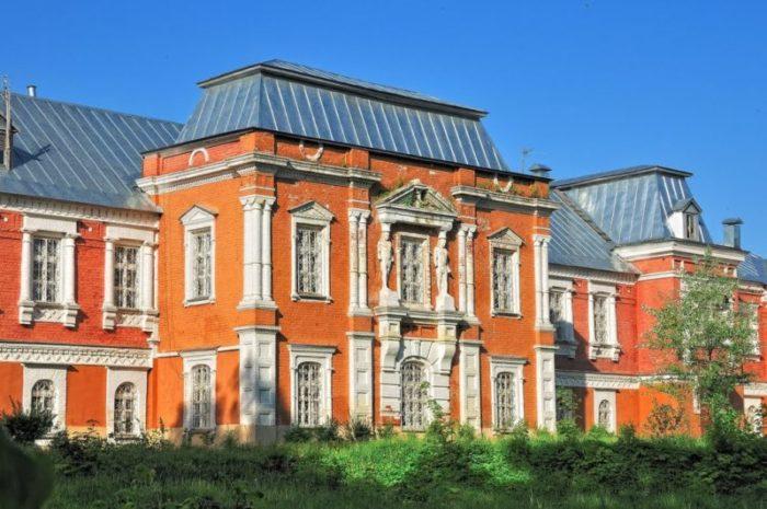 Главный дом усадьбы Мещерское