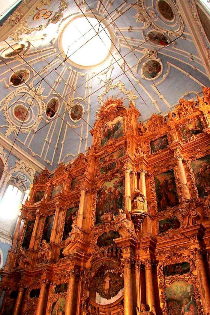 Интерьер Успенского собора