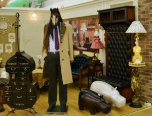 В музее Конь в пальто