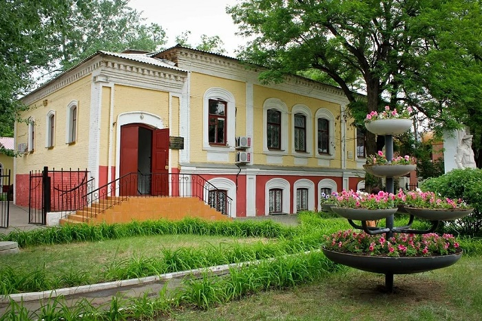 Музей декоративно-прикладного искусства и народного творчества (бывший историко-краеведческий)