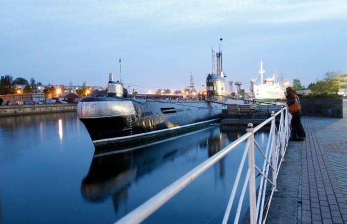 Настоящая подводная лодка – внутри настоящий музей.