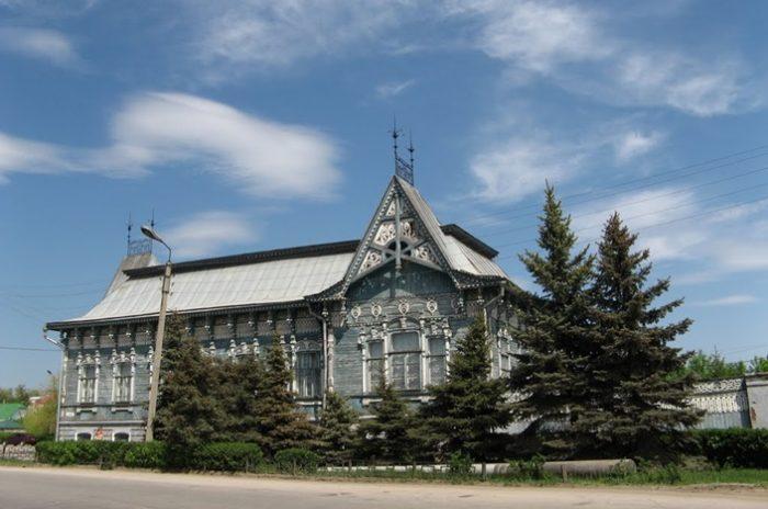 Особняк Чернухина сегодня служит выставочным залом, соединяя в себе прошлое и настоящее.