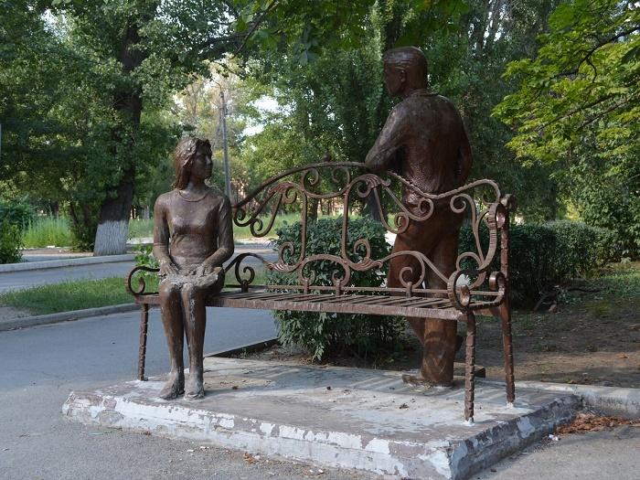 Скульптурная композиция «Студенческое свидание»