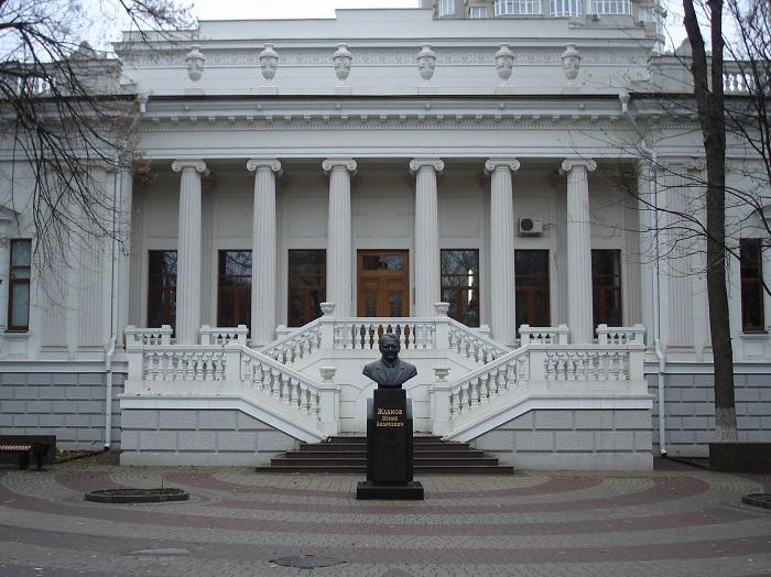 Университетская библиотека – бывший особняк Парамонова