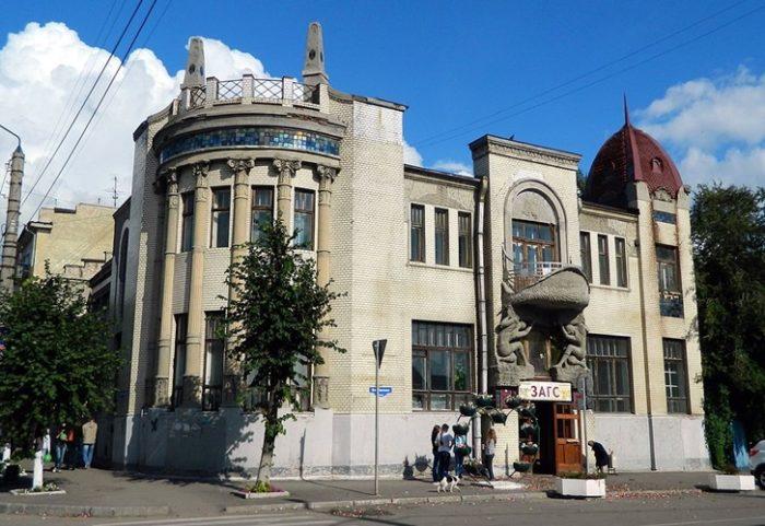 Сооруженное в стиле модерн здание и сейчас считается красивейшем в Сызрани