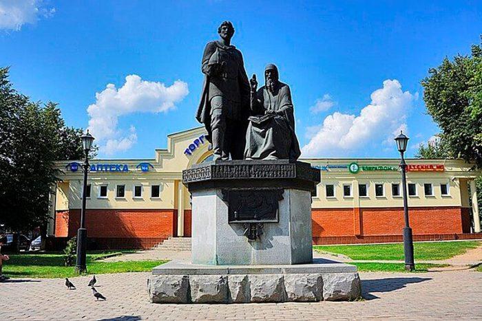 Памятник основателям Саввино-Сторожевского монастыря