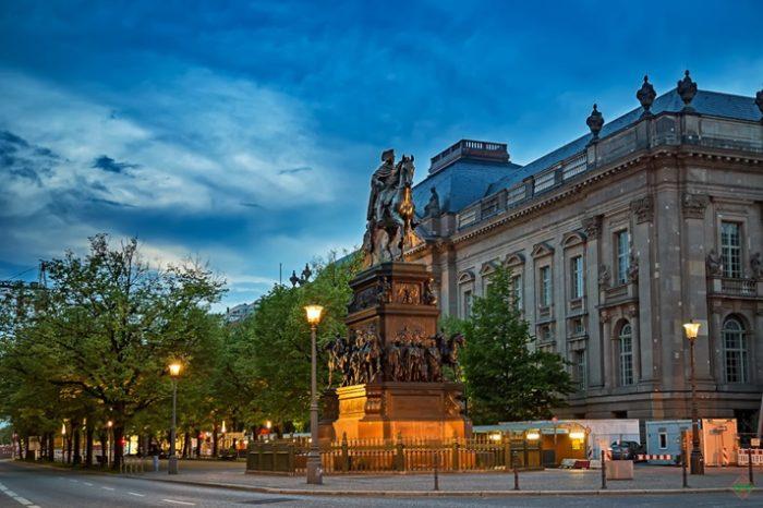 Конная статуя Фридриха Великого в Бергине