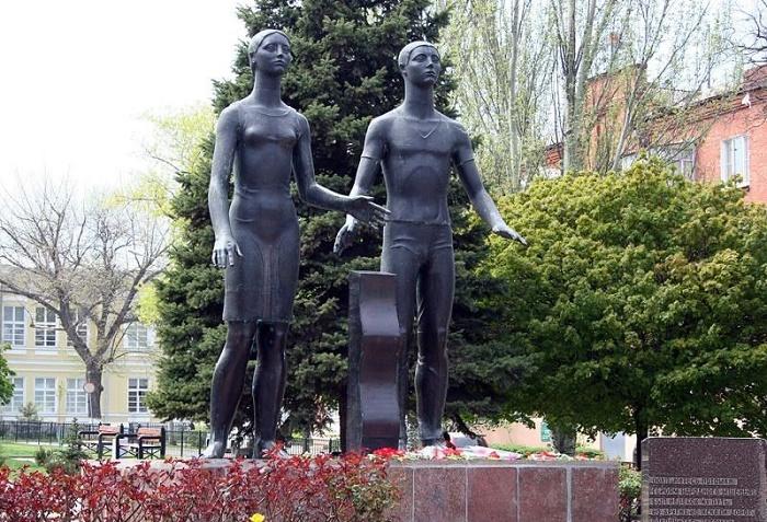 Памятник «Клятва юности»
