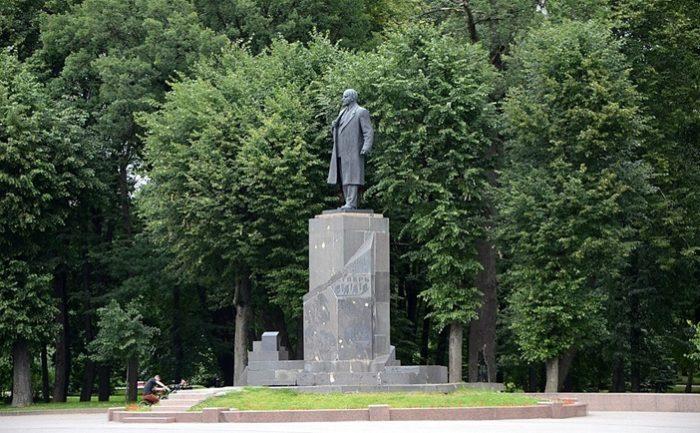 Памятник Ленину в Великом Новгороде