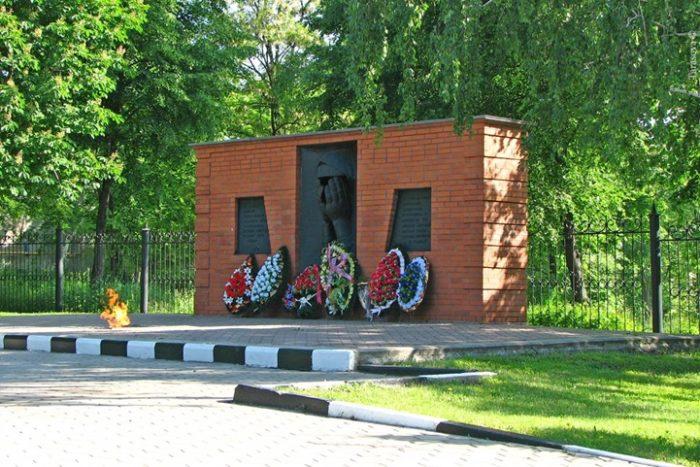 """Памятник """"Скорбящая мать"""""""